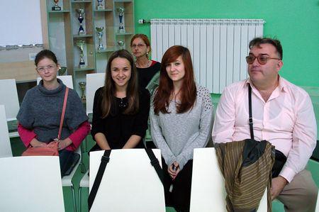 Marta i Claudia u pratnji ravnatelja Bokana i novinarke Dore