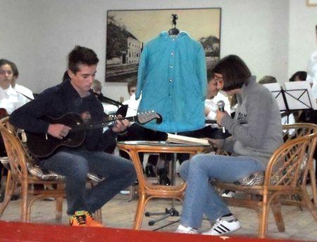 Željka je svoje pjesme čitala uz tamburašku pratnju svoga brata Antonija.