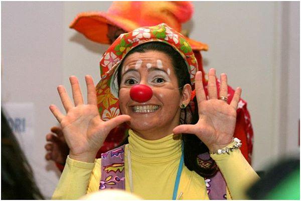 Annalisa kao klaun koji razveseljava bolesnu djecu