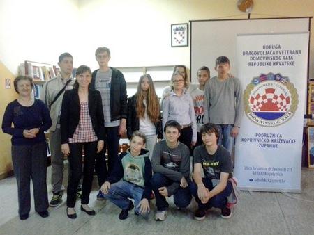 Natjecatelji kviza o poznavanju tematike Domovinskoga rata