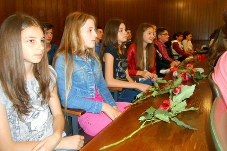 Učenici su nagrađeni ružama i novčanim nagradama