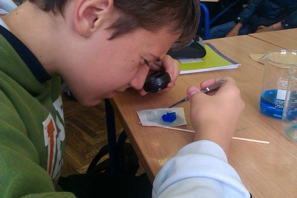 Martin proučava kristal