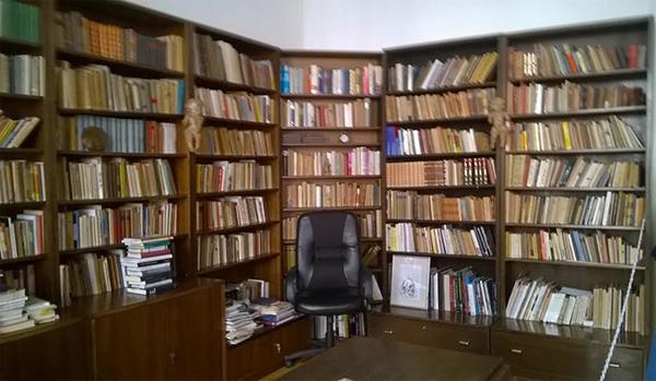 Radna soba s bibliotekom u spomen-domu  Dragutina Tadijanovića