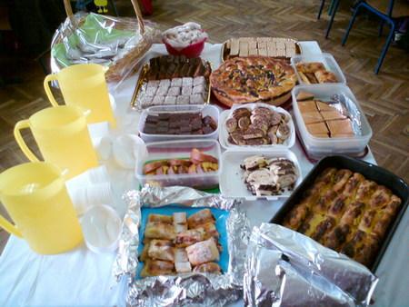 Za radionicu su mame i bake ispekle kolače pa su se vrijedna djeca i gošće počastile