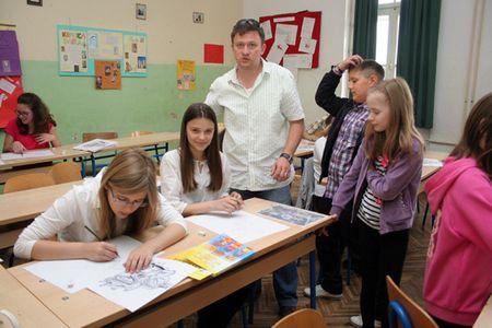 Likovnu radionicu za učenike vodio je profesor Igor Brkić