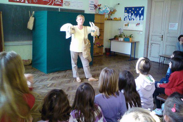 Književnica je lutkama i igrama oduševila djecu