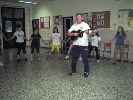 Zaplesali narodne plesove uz zvuke tamburice