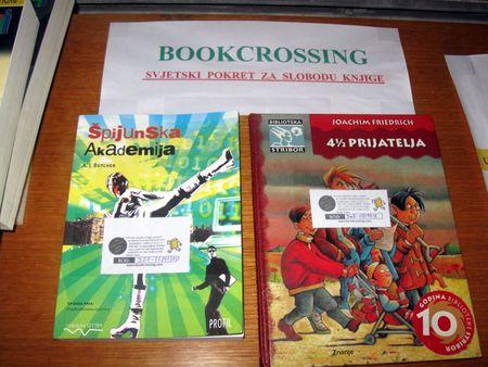 Uzmite vlastitu knjigu s police i pošaljite je na put ili uzmite i pročitajte neku od ponuđenih