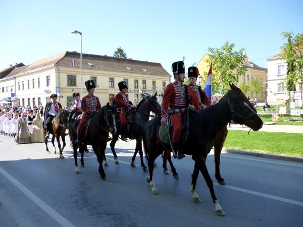Novost je bio scenski prikaz dolaska bana Josipa Jelačića u Križevce