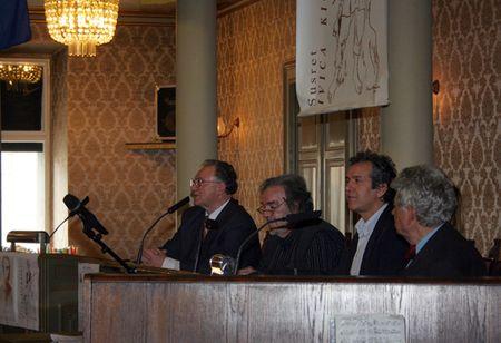 Nakon pozdrava organizatora susreta Stjepana Laljaka predstavili su se književnici Luko Paljetak i Pajo Kanižaj