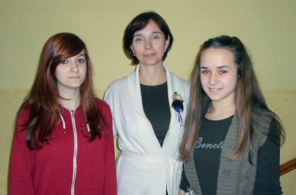 Claudia i Marta s mentoricom Danijelom Zagorec