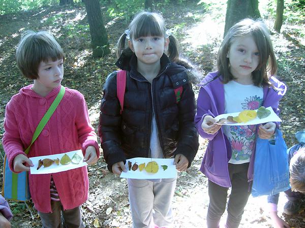 Učenici su tražili lišće u jesenskim bojama