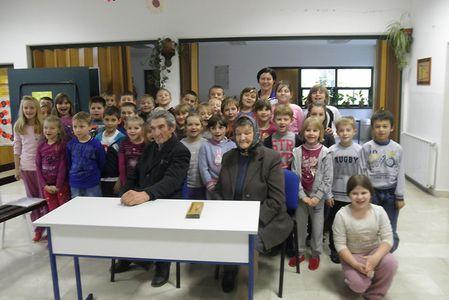 U goste su školarcima došli sumještani Barbara Mušlek i Franjo Babec
