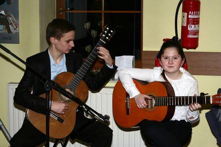 Gitaristi Luka Lovreković i Ema Golubić