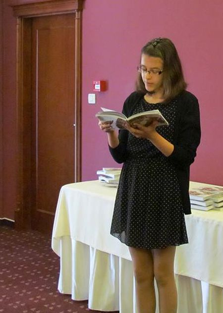 Dorotea čita svoj rad na okruglom stolu