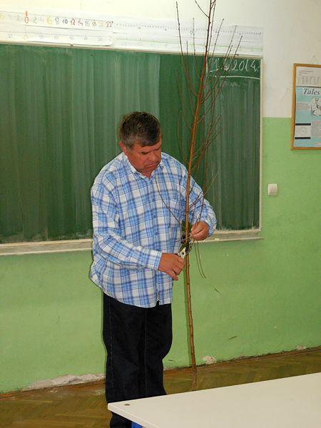 O voćkama je sedmašima govorio umirovljeni učitelj Josip Harča