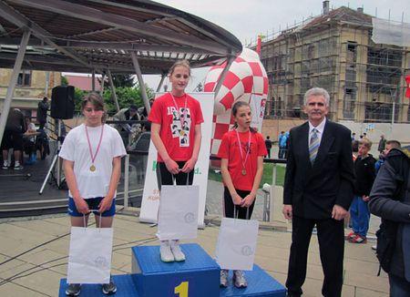 Lucija Zimonji prva, a Veronika Drljačić druga u kategoriji učenica 5. i 6. razreda