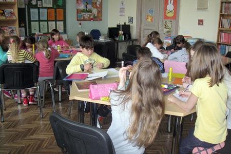 U likovnom natječaju učenici su od kolaža izrađivali lik Prašnjavka