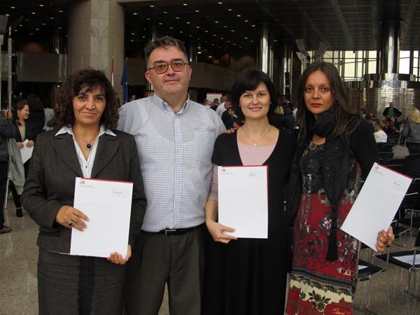 Promovirane učiteljice s ravnateljem Draženom Bokanom